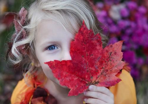 Kādas rotaļas kopā ar bērnu uzspēlēt rudenī?