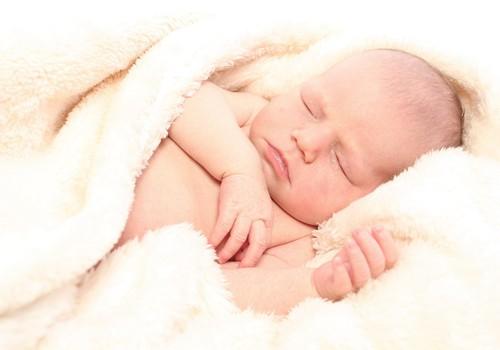 VSAA atbild: jaunā māmiņa bērna kopšanas atvaļinājumā, kura ir arī topošā māmiņa