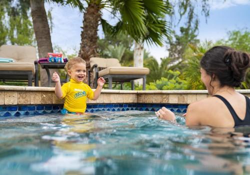 Izmēģini Huggies® Little Swimmers peldbiksītes Joker Klubā: aicinām mammas pieteikties!