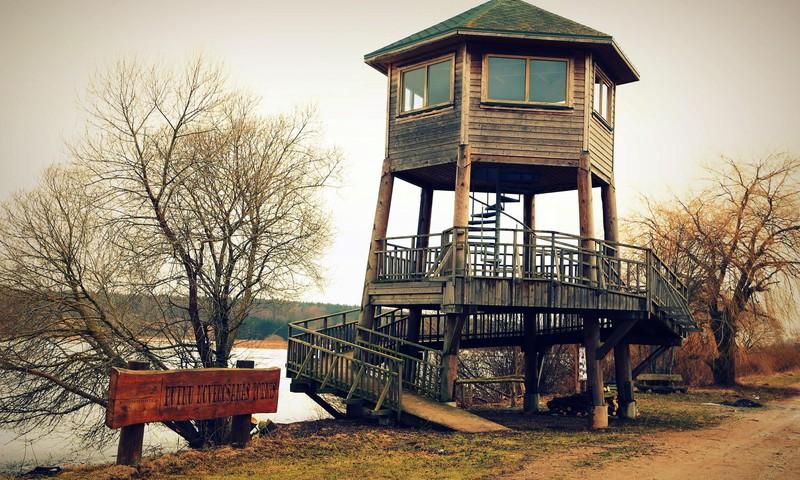 Turpinām ceļot pavasarī- Tērvetes ūdenskrātuves putnu vērošanas tornis