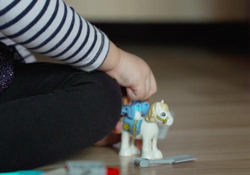 Rotaļās ar dzīvnieku figūriņām varam labāk bērnam iemācīt gādību un pareizu attieksmi pret dzīvo dabu