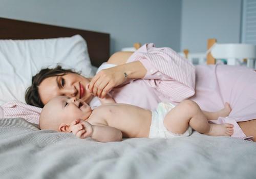 Kā mācīt bērnu gulēt savā gultiņā
