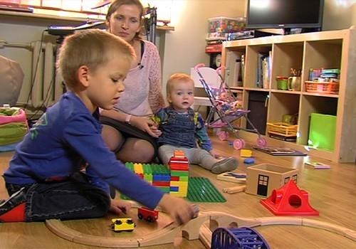 02.11.2014.TV3: kā attīstīt bēbīti no 5 līdz 8 mēnešiem, ciemosimies pie Holšteinu ģimenes