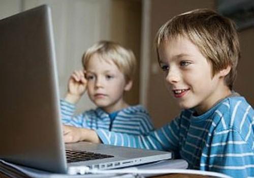 Bērni pie ekrāniem pavada pārāk daudz laika.