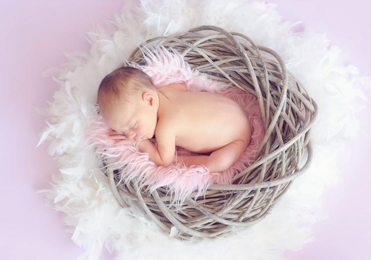 Populārākie jaundzimušo vārdi nemainīgi – Roberts un Sofija