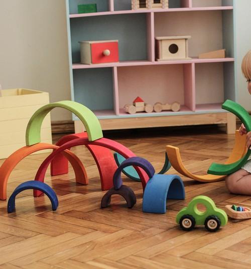 Rotaļas ar mazuli, kuram drīz būs gadiņš. 6 idejas