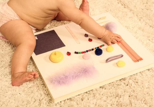 Huggies@ Rotaļu zeme: Gatavo rotaļlietas savās mājās!Sajūtu dēlis