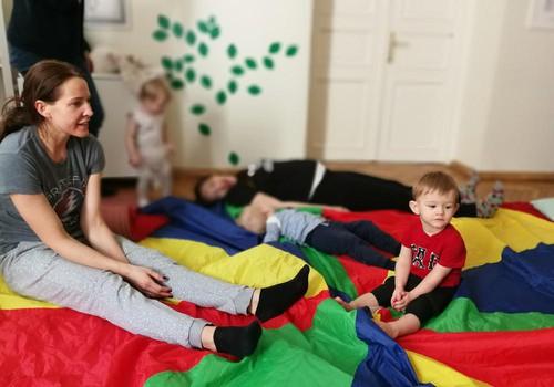 BĒRNI DEJO - nodarbība mammai vai tētim, kas vēlas kustēties kopā ar 1,5 līdz 2 gadus vecu bērnu atsākas 22.janvārī!