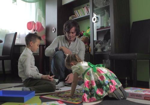 Kāpēc ir svarīgi vecākiem iesaistīties bērnu rotaļās?