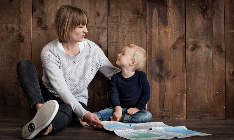 Būt mammai nevis pedagogam.