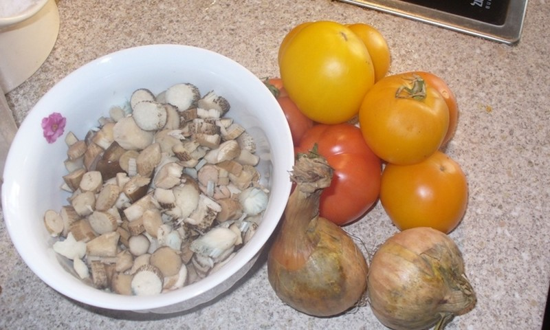 Pildīti tomāti ar sēnēm