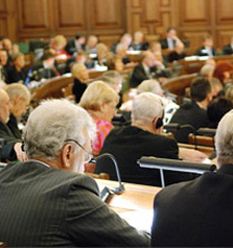 Pensijas un pabalstus samazinās līdz 2012.gada beigām