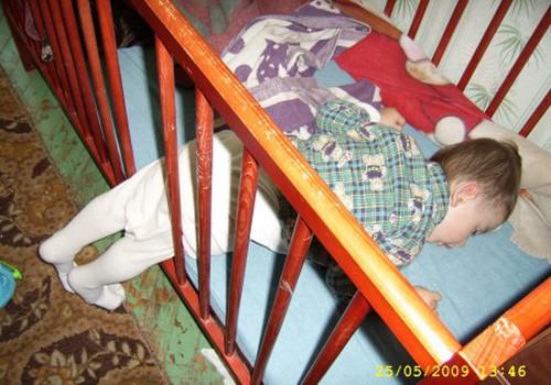 Noslēdzas bilžu un stāstu konkurss: interesantas aizmigšanas pozas bērniem! PAPILDINĀTS!