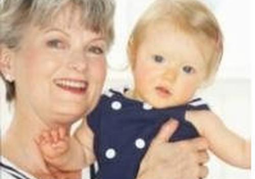 Kam uzticēt bērnu: auklei vai vecmāmiņai?