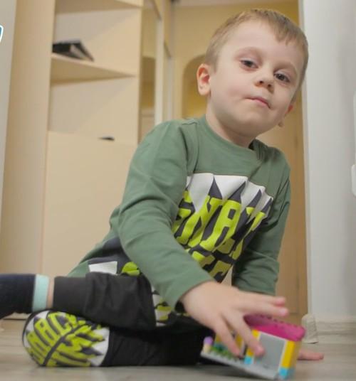 Māmiņu Kluba Labdarības fonds: Sniedz atbalstu arī tu, lai nākamgad Porcelāna puisēns varētu turpināt ārstēšanos