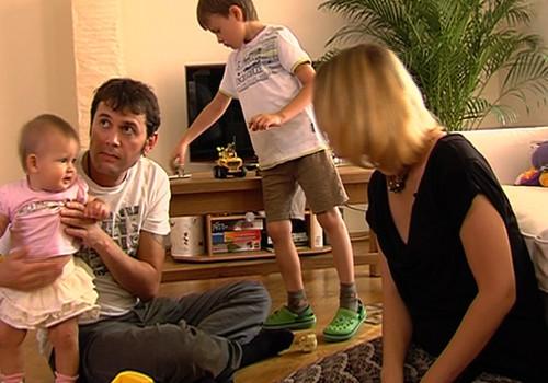 23.02.2014.TV3: daudzbērnu ģimenes, krāsas bērnu ikdienā, Superbēbīte baseinā ar tēti
