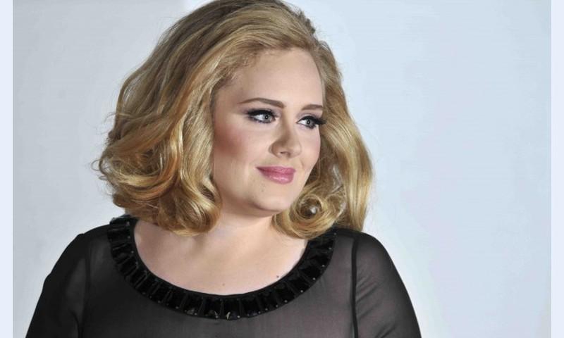 Dziedātāja Adele kļuvusi par māmiņu