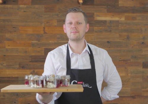 VIDEOrecepte: Bezē deserts burciņā
