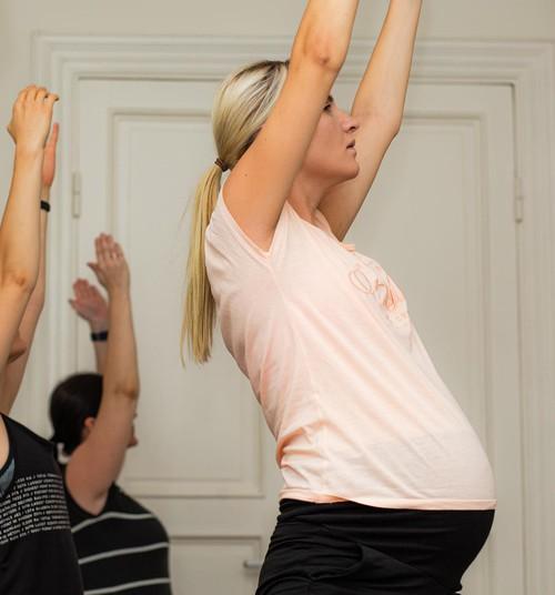 Vingrošana grūtniecības laikā: aicinām pirmdienās uz ONLINE nodarbībām pie fizioterapeites Kristīnes Asonovas