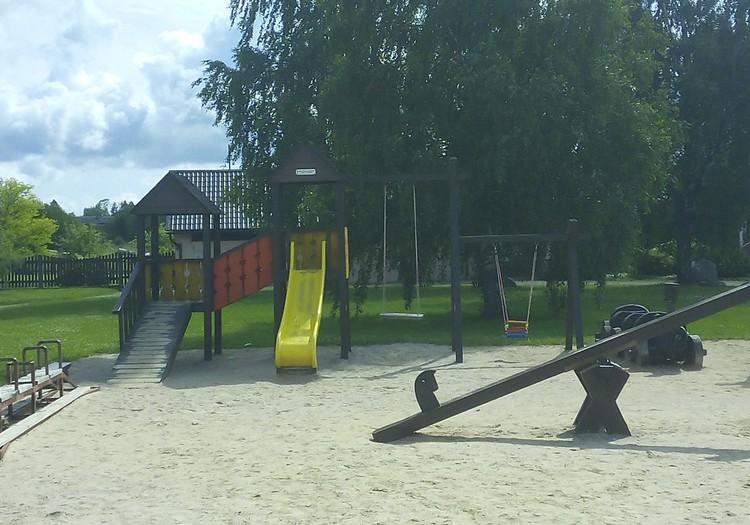 Bērna vasaras prieks - slidkalniņi
