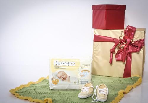 Noderīga dāvana topošajām māmiņām svētkos- Huggies® Newborn autiņbiksītes!