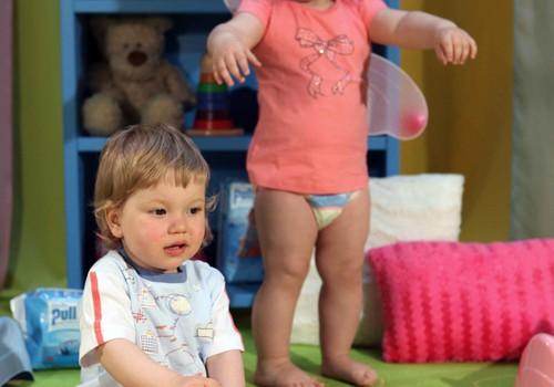 Nevalkāt autiņbiksītes: vai bērns iemācīsies ātrāk staigāt?