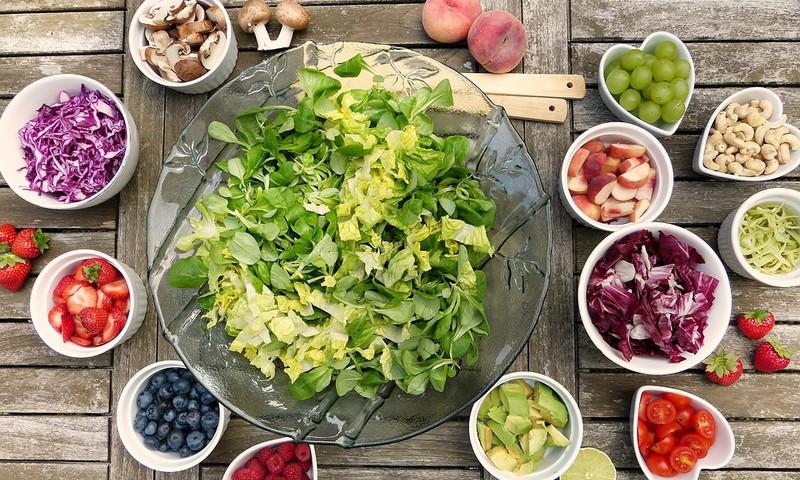 8 ieteikumi uzturam grūtniecības laikā: Ko ēst un no kā labāk atturēties