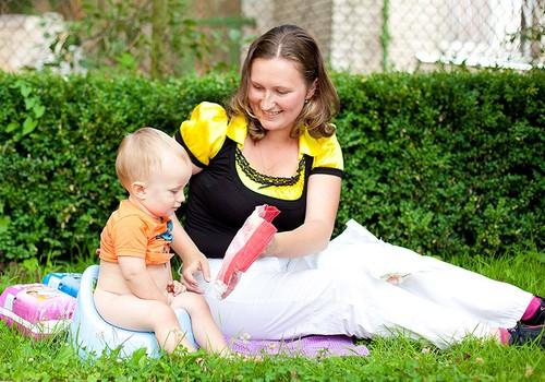 Kā iemācīt četrgadniekam pašam noslaucīt dupsi?