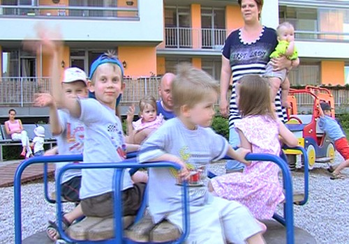 15.06.2014.TV3: bērnudārzs un podiņmācība, ciemos pie 7 bērnu ģimenes, ratiņi jaundzimušajam