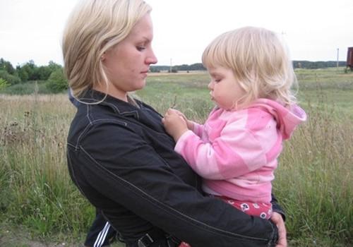 Meitiņa piesaka savu māmiņu Lailu Loginu