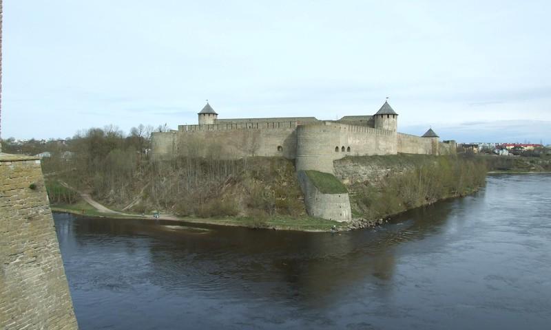 Narva - uz robežas starp Igauniju un Krieviju