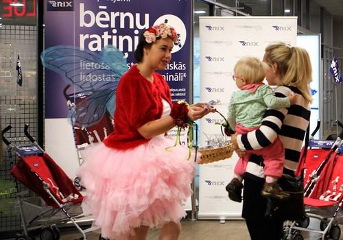 Lidostā 'Rīga' tagad bez maksas pieejami bērnu ratiņi izmantošanai terminālī