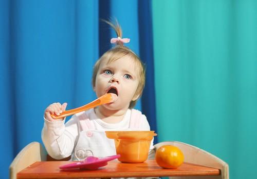Vai mazuļa putru vārīt pienā?