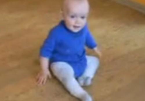 Video: Dainis pārvietojas pa istabu