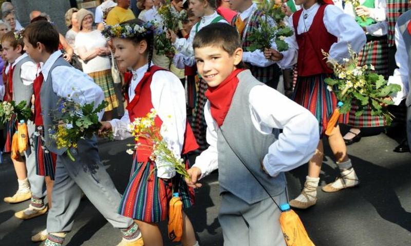 Uz nākamo gadu pārceļ XII Latvijas skolu jaunatnes dziesmu un deju svētkus