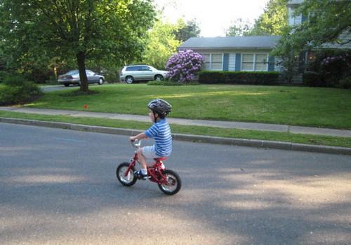 Vai bērnam, braucot ar velosipēdu, ir vajadzīga aizsargķivere?