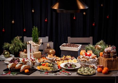 Vīnzinis iesaka: kādu vīnu izvēlēties pie populārākajiem Ziemassvētku ēdieniem?