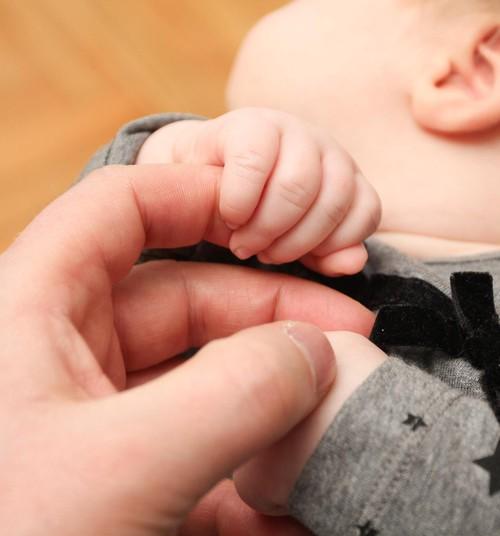 Nepieciešamais tēva atbalsts jaundzimušā kopšanā un jaunajai mātei