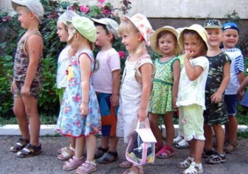 """Šlesers uzskata, ka bērnudārzu rindas nemaz neesot tik lielas, """"kā izskatās no malas"""""""