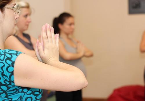 Ārstējies ar jogu: jogas terapija