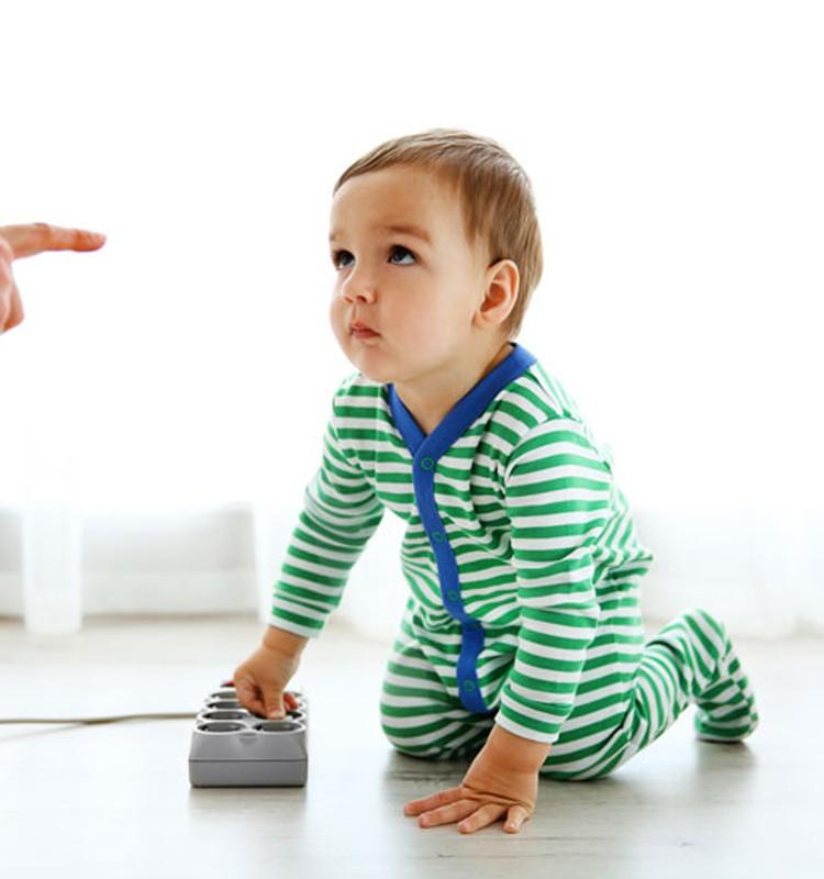 """Vai ar vārdu """"nē"""" mēs neatņemam bērnam bērnību?"""