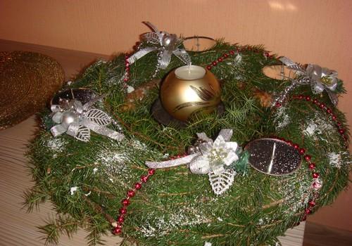 Ziemassvētku gaidīšanas laika Adventes vainags.