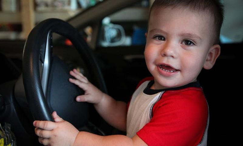 Vai mazulim var sareibt galva transportlīdzeklī?