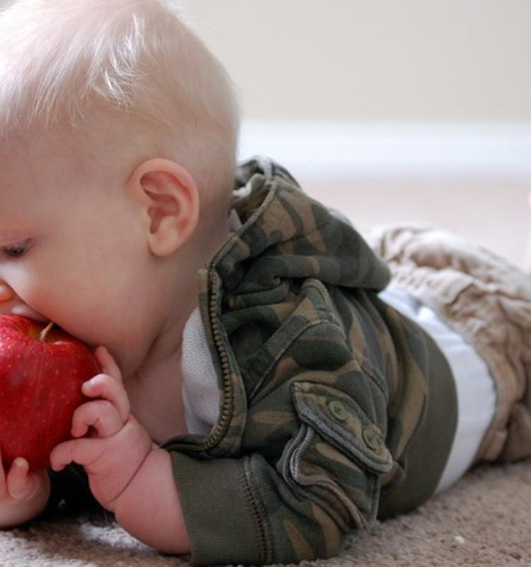 Tabula: Kad ieviest ogas bērna ēdienkartē