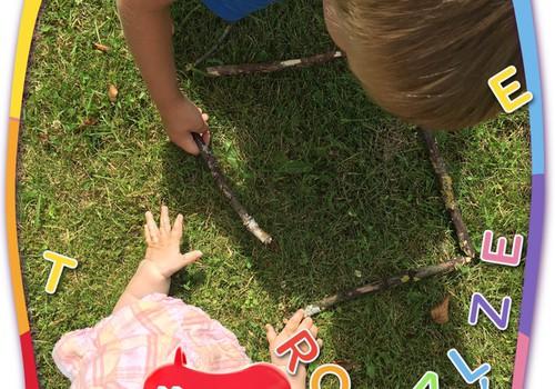 Paldies, ka parādījāt, kā jūsu mazuļi rotaļājas ar dabas veltēm!