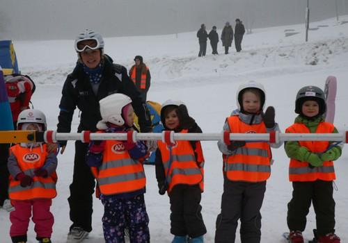 FOTOREPORTĀŽA: kā mums gāja Reiņa trases slēpošanas skolā