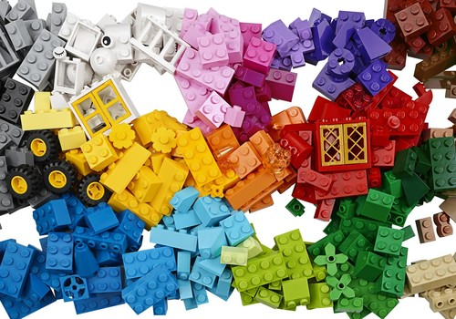 LEGO atklāj kampaņu Rebuild The World, aicinot bērnus pārbūvēt pasauli!