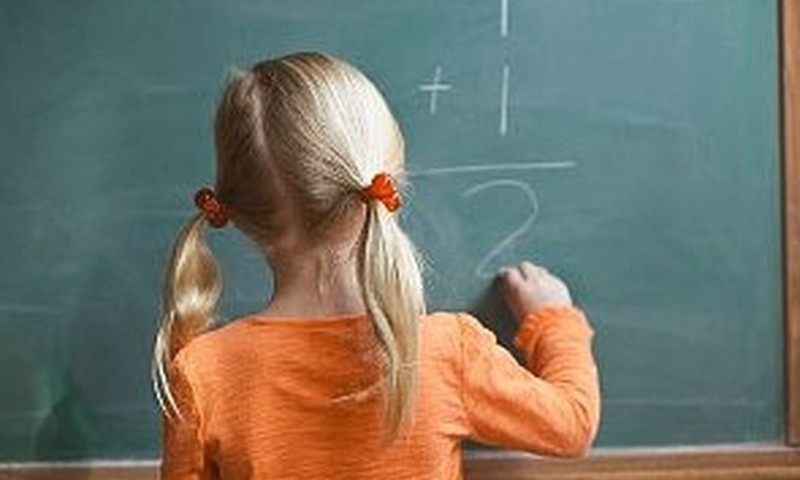 Zināms, kādos gadījumos skolēnu varēs atstāt uz otru gadu