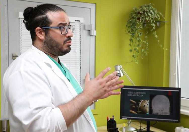 BKUS saņēmusi ierīci, kas ļaus bērniem pilnībā atbrīvoties no epilepsijas lēkmēm