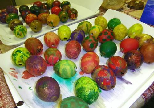 Gatavojamies Lieldienām - krāsojam olas dekoriem!
